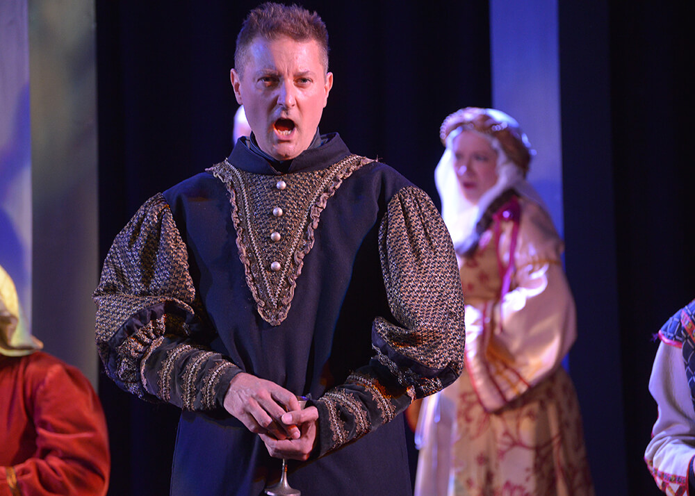 Stephen Cviic as Macduff